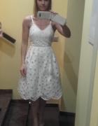 Piękna sukienka koronkowa