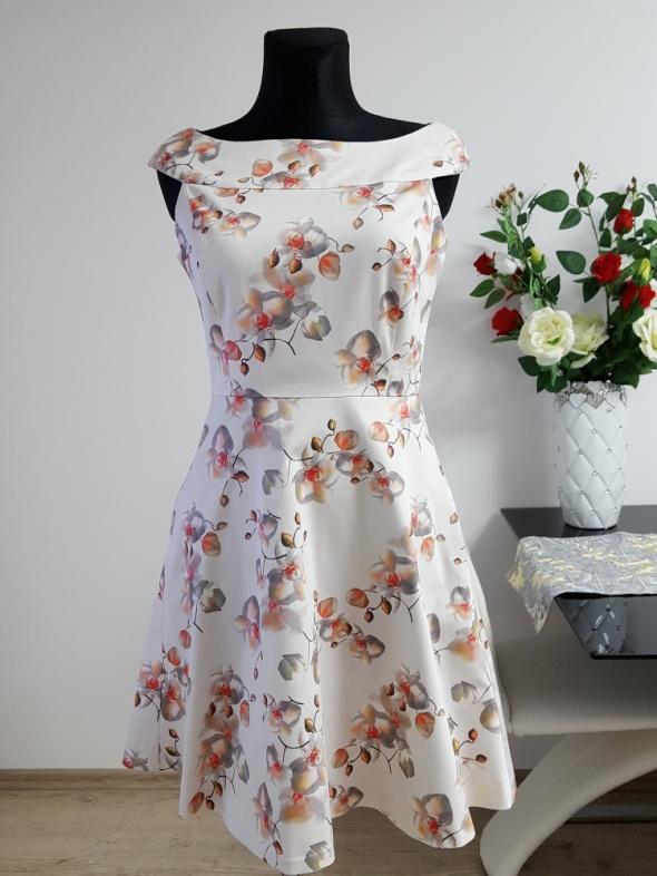 kremowa sukienka w kwiaty z kieszeniami Orsay