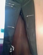 czarne spodnie z eko skórki z zipami...