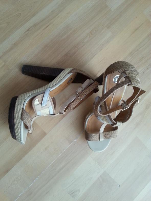 Sandałki pastele słomka