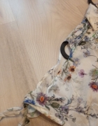 Koszula w kwiaty z wycięciami na ramionach Orsay...