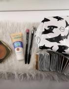 Zestaw kosmetyków do makijażu i kosmetyczka...