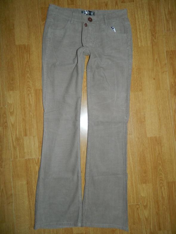 TROLL spodnie sztruksowe roz M
