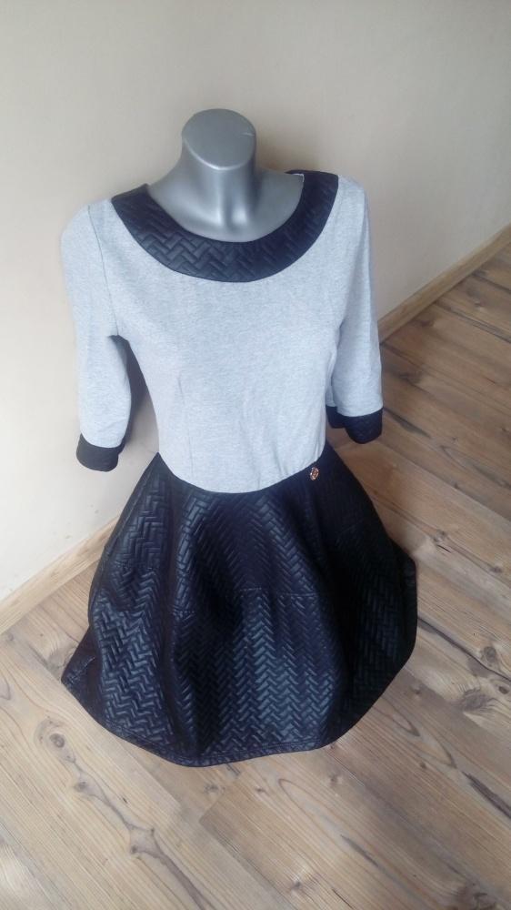 Piękna sukienka z pikowaną skórką rozmiar M L