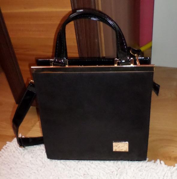 Nowa elegancka torebka lakierowana złote blaszki