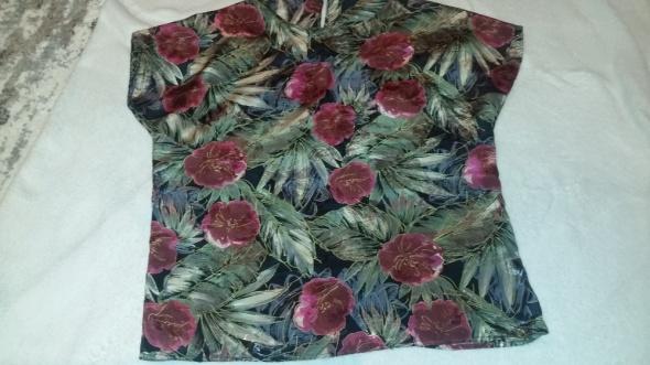 Piękna bluzka w kwiaty 3840