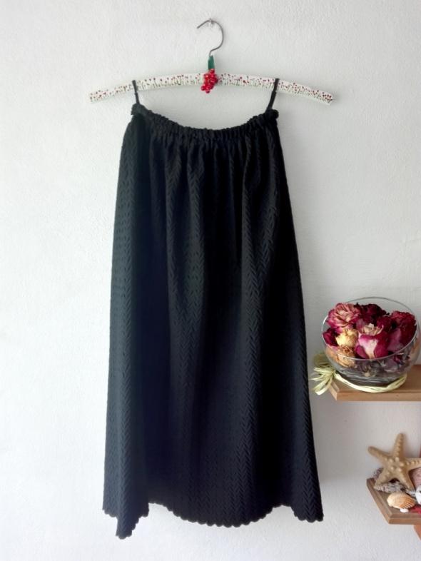 Czarna spódnica midi a la żakardowa XSSM