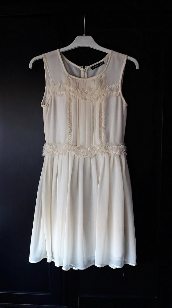 kremowa sukienka