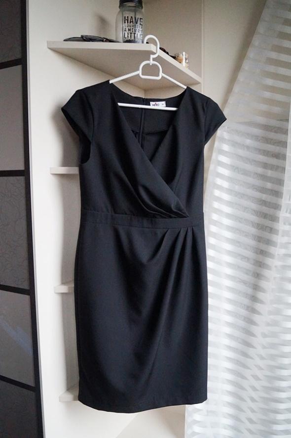 Czarna elegancka sukienka M
