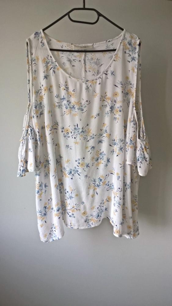 Bluzeczka open shoulder w kwiaty 52 54 56