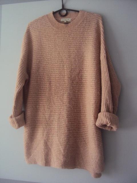 rózwy sweterek ze złota nitka