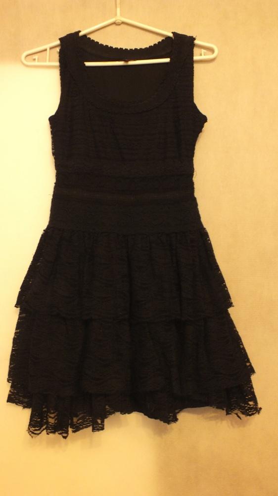 Czarna sukienka z falbanami ASOS Rozmiar 34