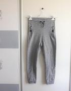 Szare dresowe spodnie...
