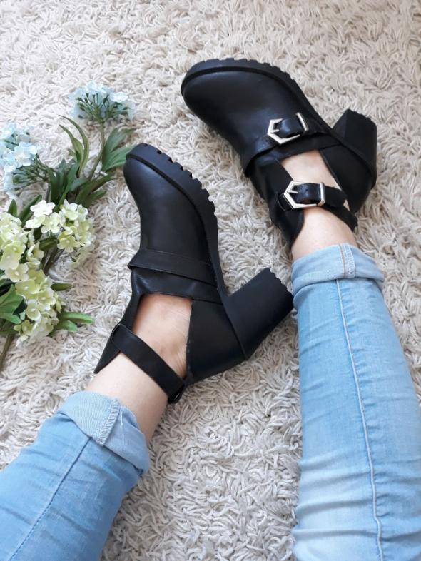 Grungowe buty na obcasie
