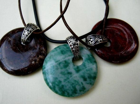 jaspis wisiorek kamień z dziurką brązowy zielo