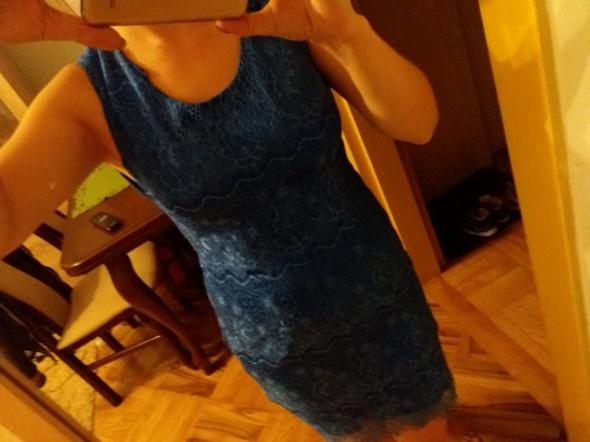 Chabrowa koronkowa sukienka
