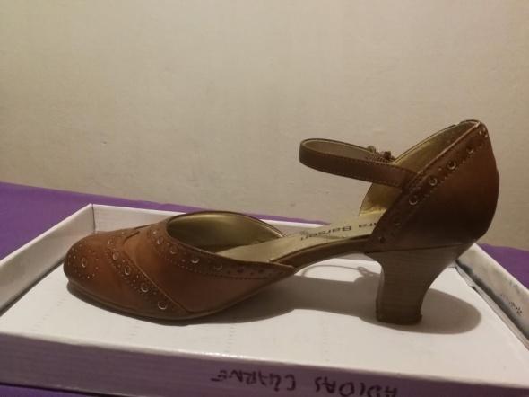 Jasno brązowe buty