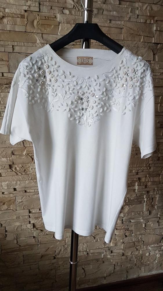 Biała bluzka z perełkami i kamieniami...