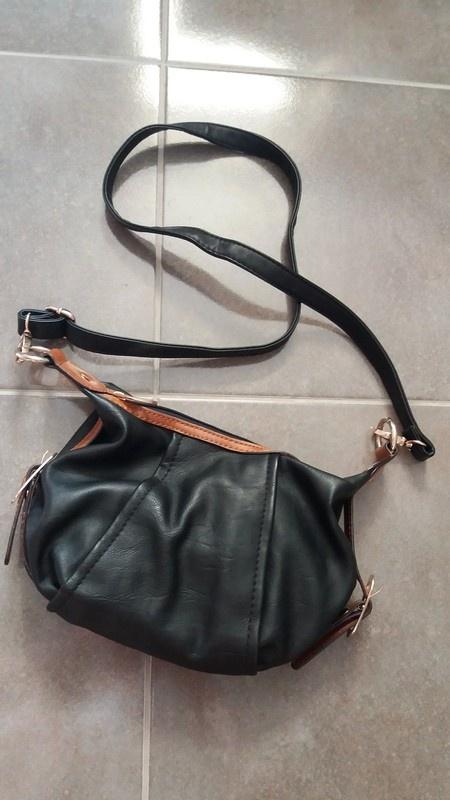 Nowa mała czarna torebka modna