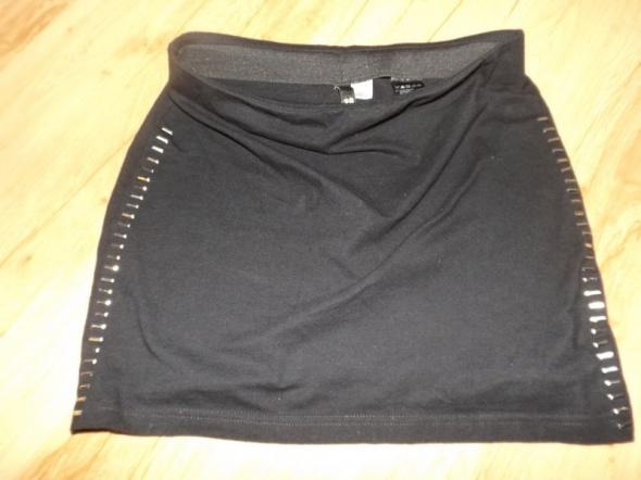 Czarna mini spódniczka z ćwiekami M