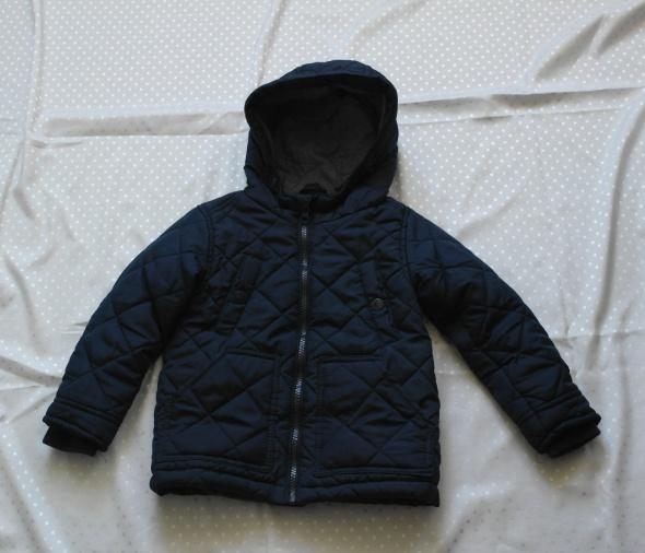 Ładna kurtka chłopięca pikowana 92...