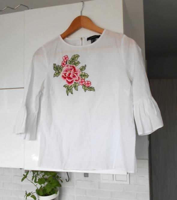 Atmosphere biała bluzka z haftem haft