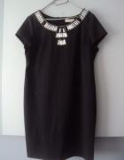czarna sukienka z kamieniami...