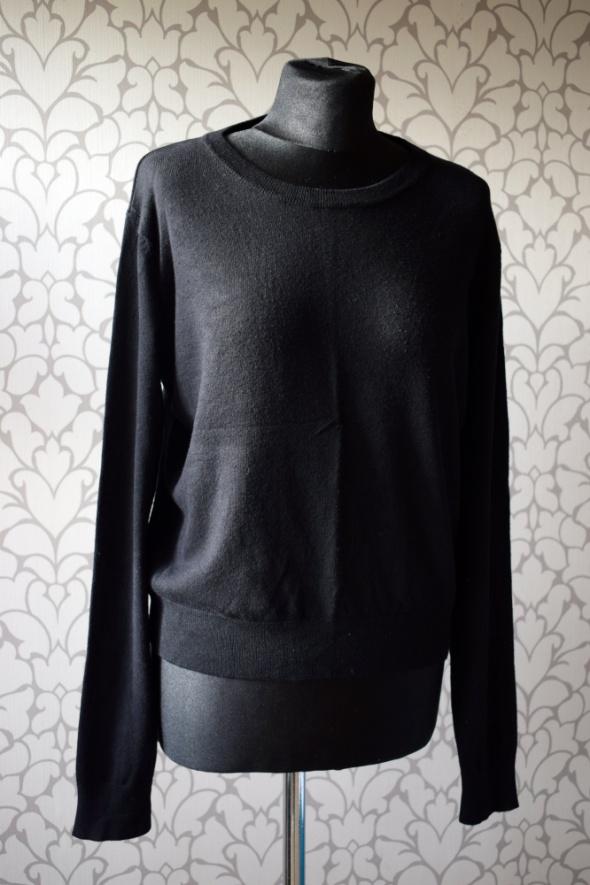 Czarny klasyczny sweterek z długim rękawem i dekoltem Sinsay oversize 42