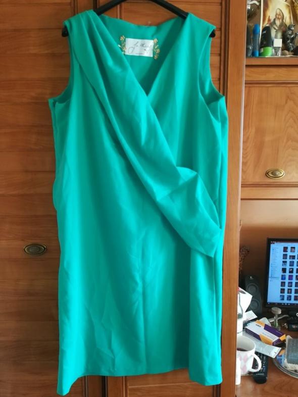 Śliczna sukienka dla lekko puszystej 44