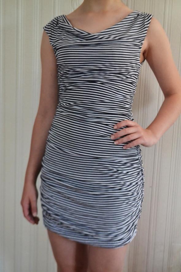 Sukienka opinająca sylwetkę S H&M
