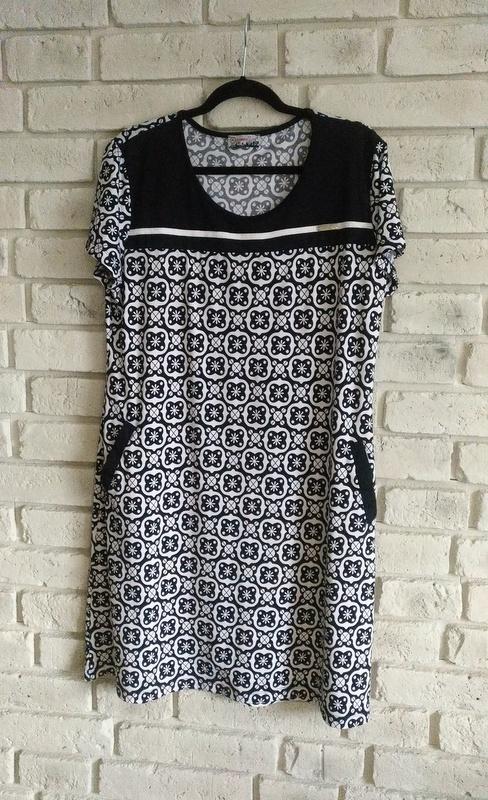 Dwukolorowa sukienka z kieszeniami 44 46