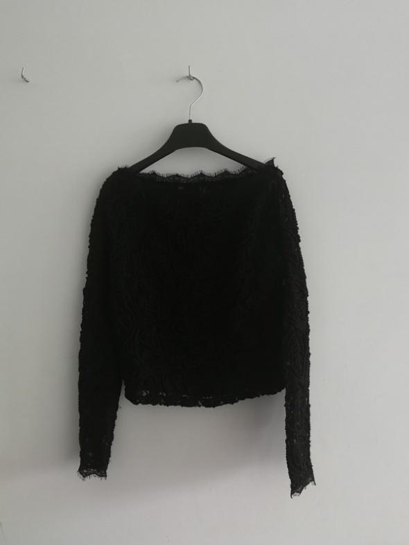 Czarna bluzka koronkowa