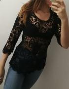 Czarna bluzka koronkowa wzór kwiatów...