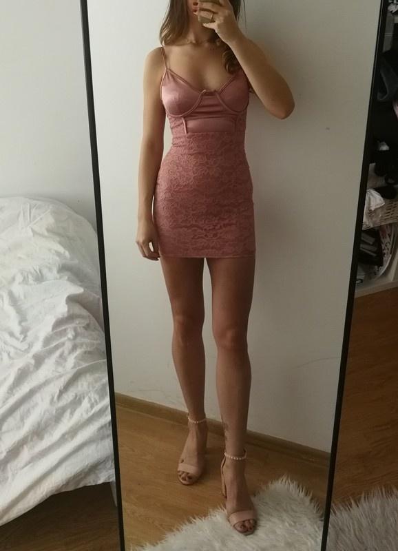 Bielizniana sukienka pudrowa na ramiączkach