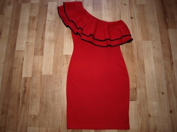 Czerwona Miss Selfridge S