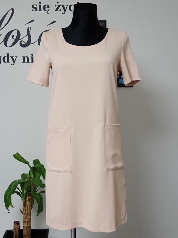 beżowa sukienka z kieszeniami Esmara