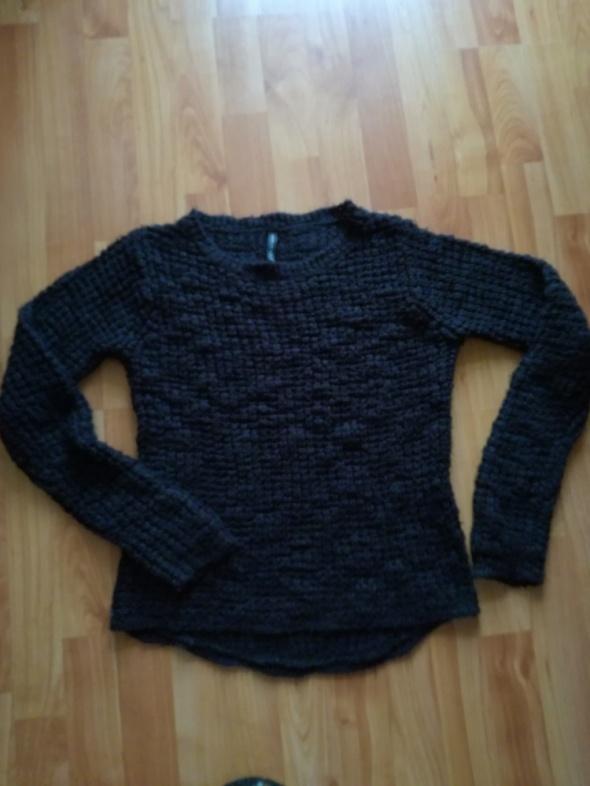 Zimowy sweter czarny M