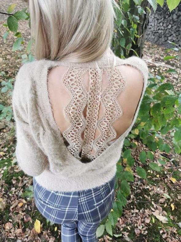 Przepiękny beżowy sweterek koronka plecy mega
