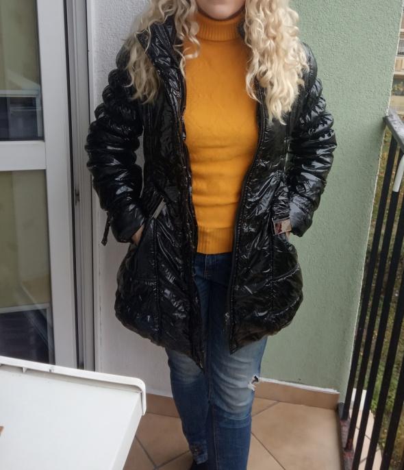 płaszcz lakierowany pikowany tanio