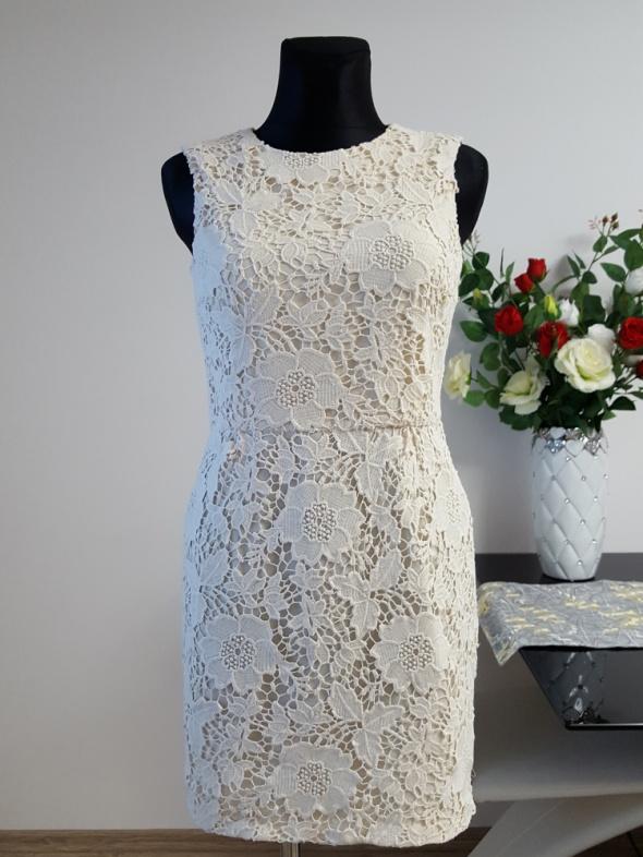 koronkowa beżowa sukienka Zara