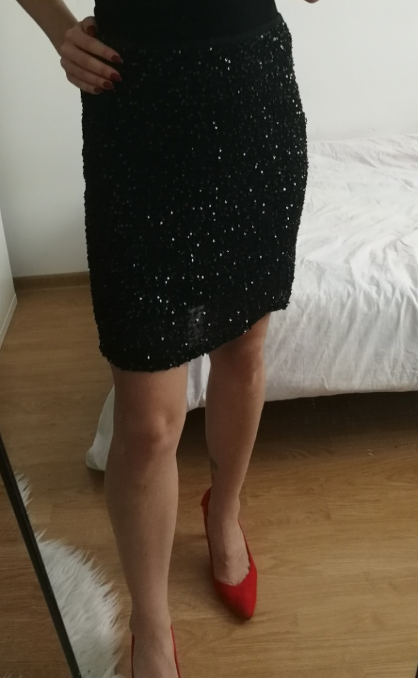 Czarna spódnica cekiny Mango 40...