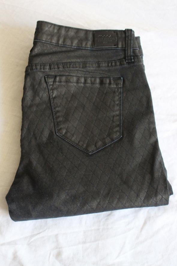 czarne spodnie woskowe m