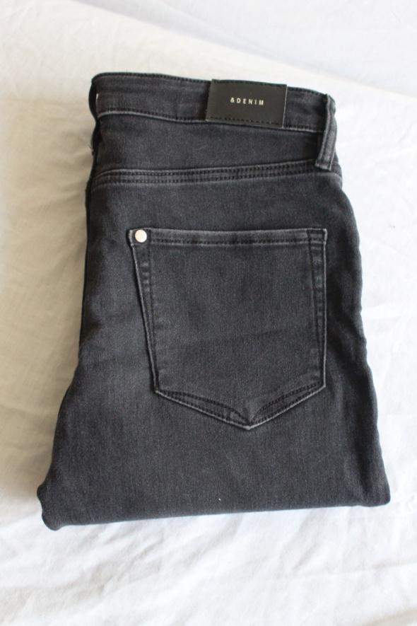 czarne jeansy rurki