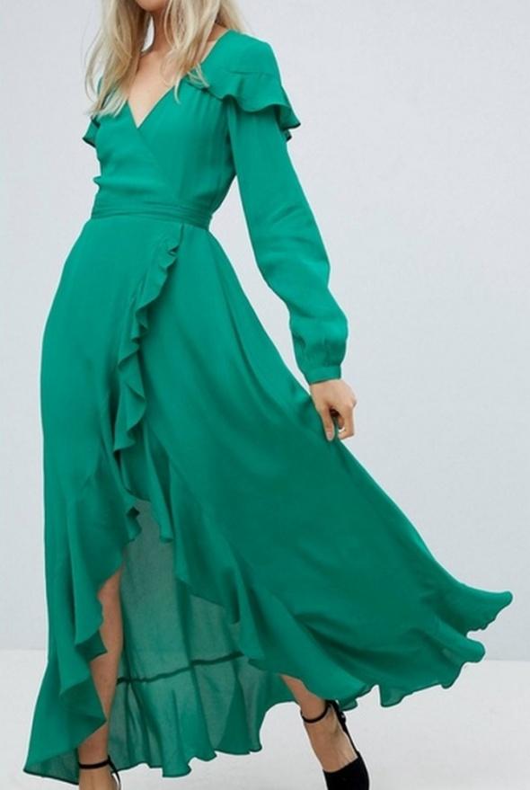 Długa zwiewna sukienka z falbankami