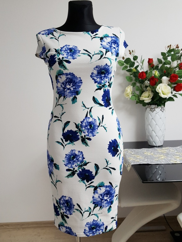 biało niebieska sukienka Zuppe