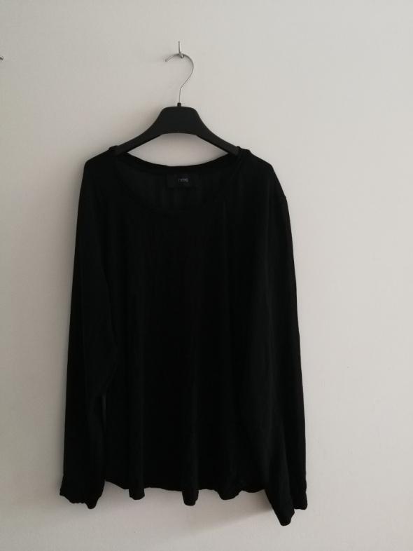 Czarna tunika z szerokimi rękawami bufki...
