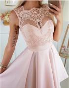 Sukienka rozkloszowana haft brzoskwiniowa S