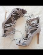 Nowe buty szpilki sandały DeeZee szare zabudowane 40 39 wiązane...