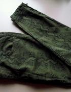 Spodnie Rurki Deseń Zip pull&bear...