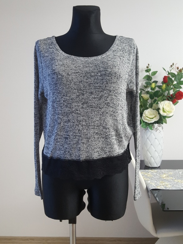 melanzowy swetr z koronką H&M...